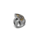 Lola ring is available in black Silver 925 and yellow gold 18K