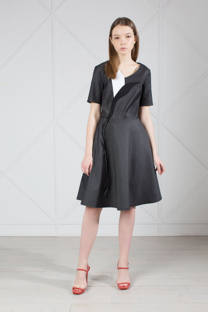 Gray Denim Knee Length Dress with Applique. Gray denim flare dress with short sleeves and knee-length. Perfect for long summer days.