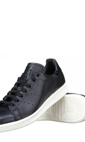 StanSmith Unisex Black Limited Edition leather sneakers.