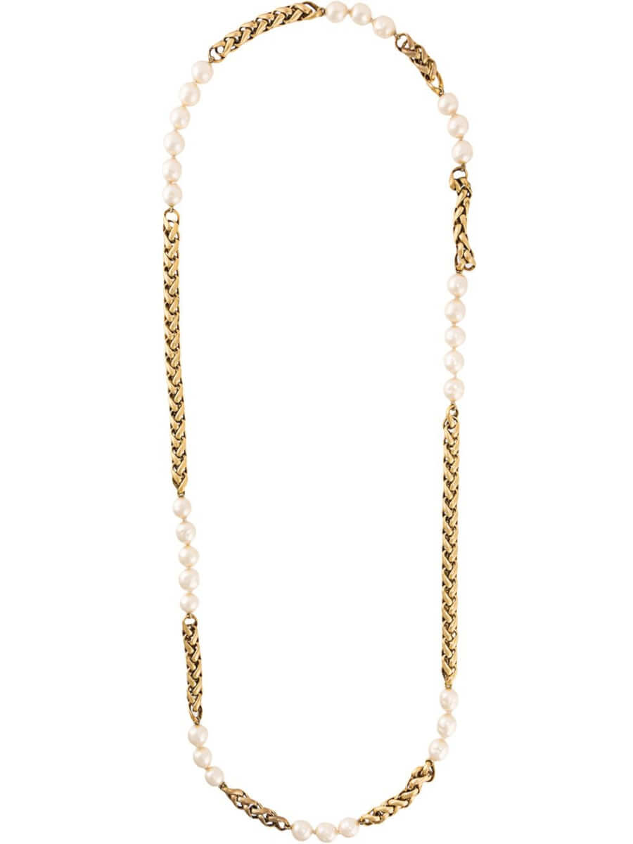 Chanel Pre-Owned pearl embellished necklace - Metallic
